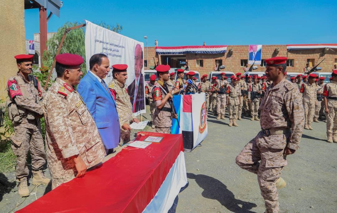 نائب رئيس الحكومة اليمنية يشهد حفل تخرج قوات عسكرية في تعز