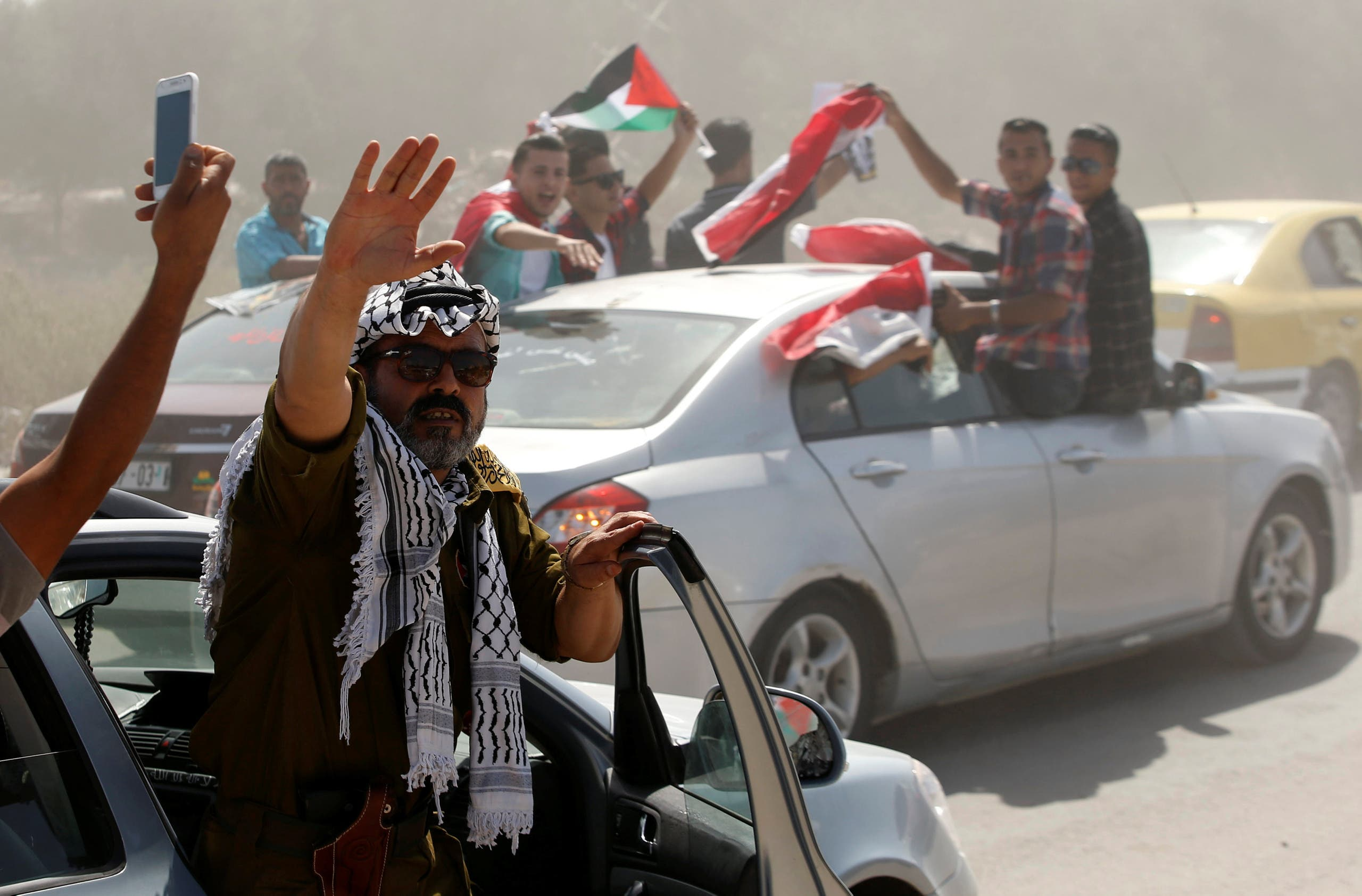 Palestinian rivals reconcile after decade-long divide