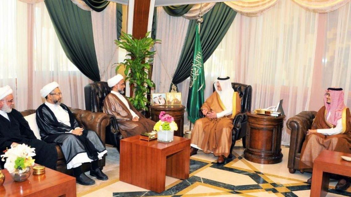أمير المنطقة الشرقية مع شيوخ ووجهاء القطيف