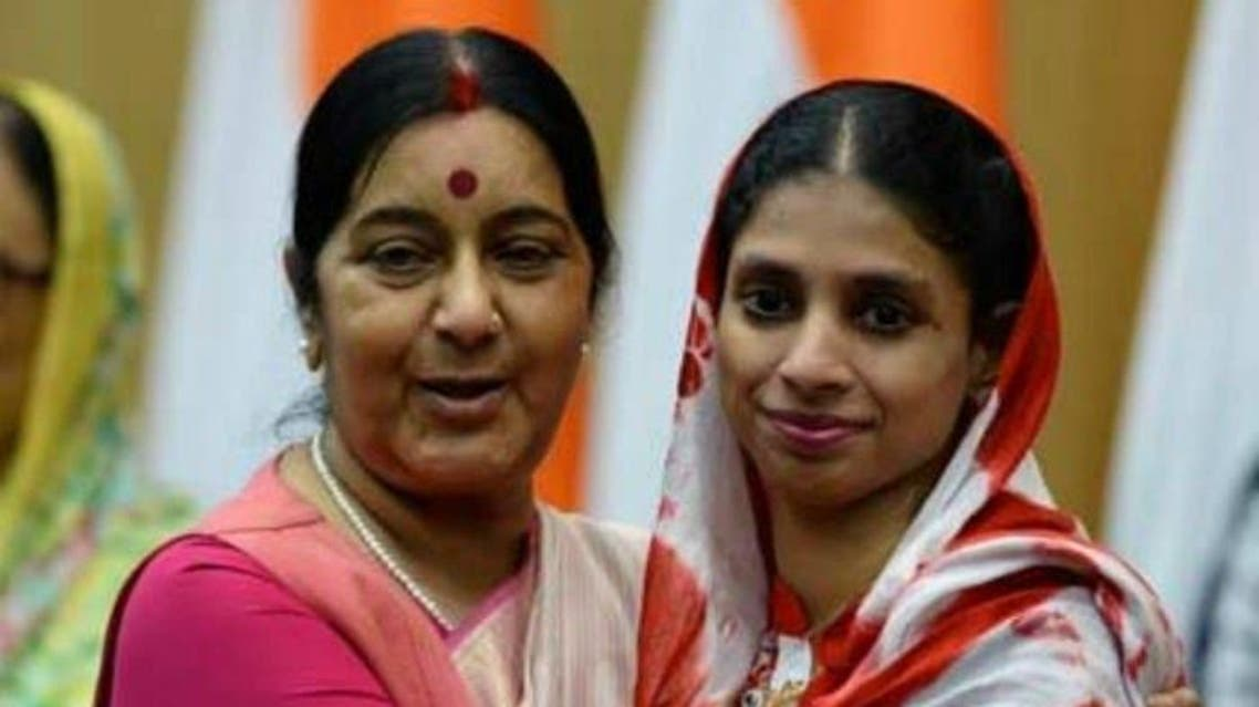 Geeta with Foreign Minister Sushma Swaraj who has announced a cash reward for information about Geeta's untraceable family. (Supplied)