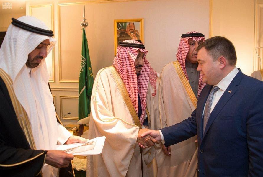 الملك سلمان يجتمع مع أعضاء مجلس الأعمال السعودي الروسي