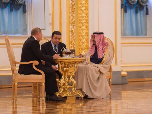 بالصور.. هكذا قدم بوتين الشاي للملك سلمان في الكرملين