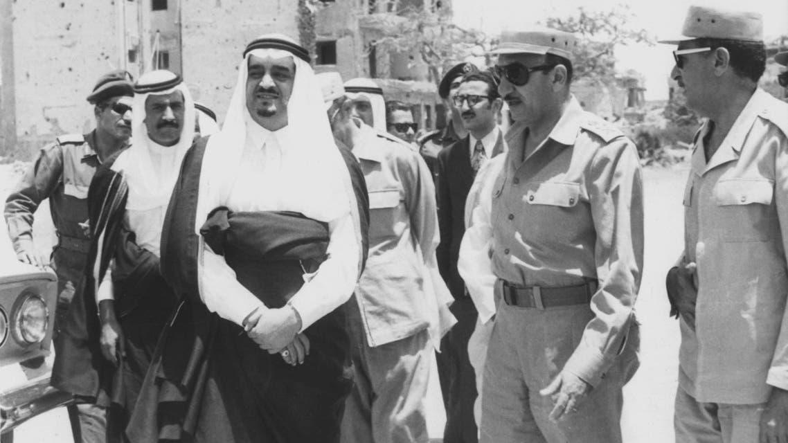 الملك فهد يتفقد مدينة السويس بعد الحرب