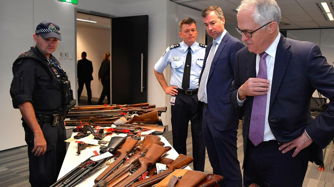 Prime Minister Malcolm Turnbull looks at firearms on display in Sydney, Australia, October 6, 2017. (Reuters)