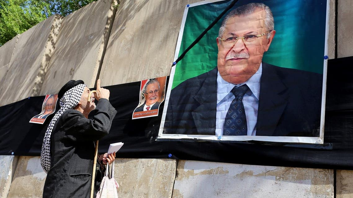 Iraqis hang posters of Iraq's former president Jalal Talabanioutside the headquarters of the Patriotic Union of Kurdistan in Baghdad, on October 4, 2017, following his death the previous day in Germany. (AFP)
