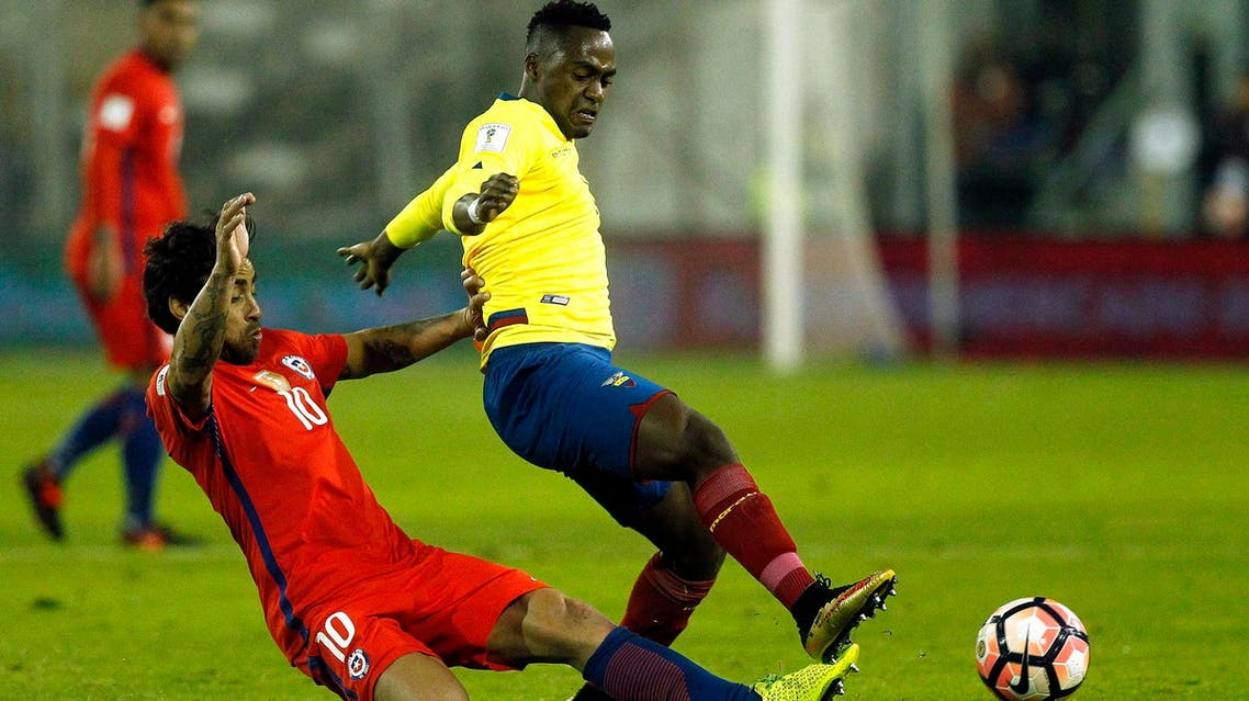 Ecuador's Renato Ibarra and Chile's Jorge Valdivia vie for the ball during their 2018 World Cup football qualifier match in Santiago on October 5, 2017. (AFP)