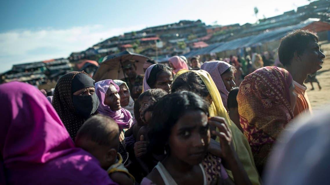 Rohingya Muslim refugees wait line up at a food distribution at Balukhali refugee camp in Bangladesh's Ukhia district on October 4, 2017. (AFP)