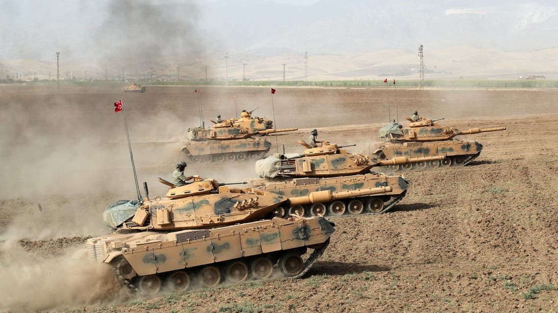 Turkish Army tanks manoeuvre during a military exercise near the Turkish-Iraqi border in Silopi, Turkey, September 25, 2017. REUTERS/