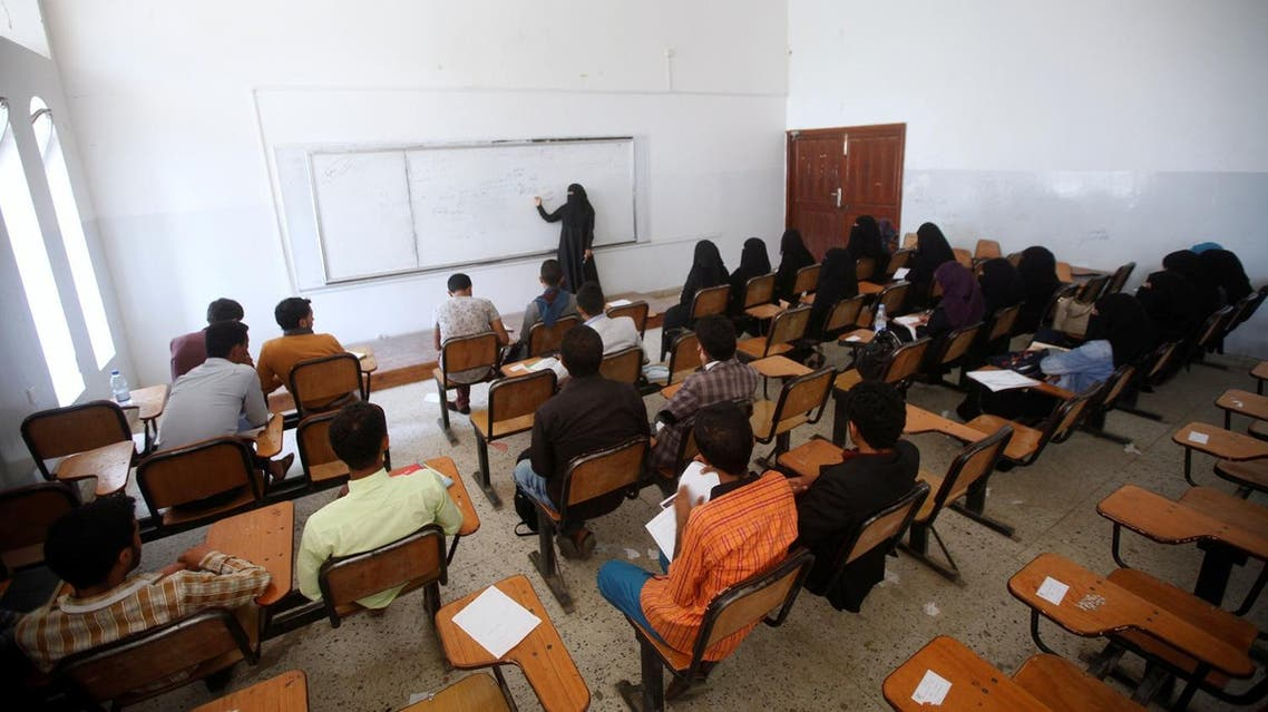 Students listen to a professor during a class at Sanaa University in Sanaa, Yemen August 12, 2017. REUTERS/Mohamed al-Sayaghi