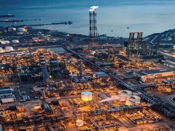 برنت يتراجع بعد مخاوف من عودة الفائض النفطي للأسواق