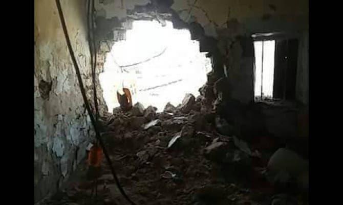 احد المنازل التي دمرتها مليشيات الحوثي في قرية الزوبة