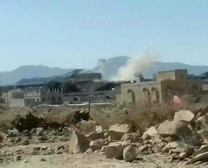 قصف حوثي على قرية الزوبة