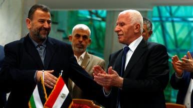 فتح وحماس توقعان اتفاق المصالحة بالقاهرة برعاية مصرية