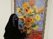 هذا لغز فنانة سعودية ترسم بغلاف الشوكولاتة