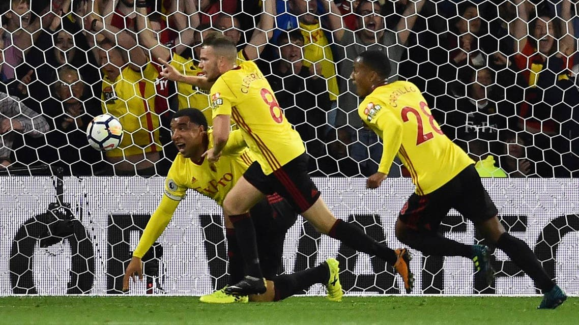 Watford's English mifielder Tom Cleverley (C) celebrates after scoring a late winning goal during the English Premier League football match between Watford and Arsenal at Vicarage Road Stadium in Watford, north of London on October 14, 2017. Watford won 2-1. (AFP)