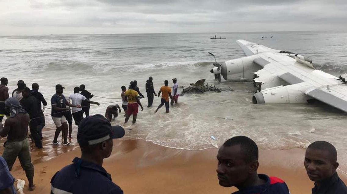 People pull the wreckage of a propeller-engine cargo plane after it crashed in the sea near the international airport in Ivory Coast's main city, Abidjan, on October 14, 2017. (Reuters)