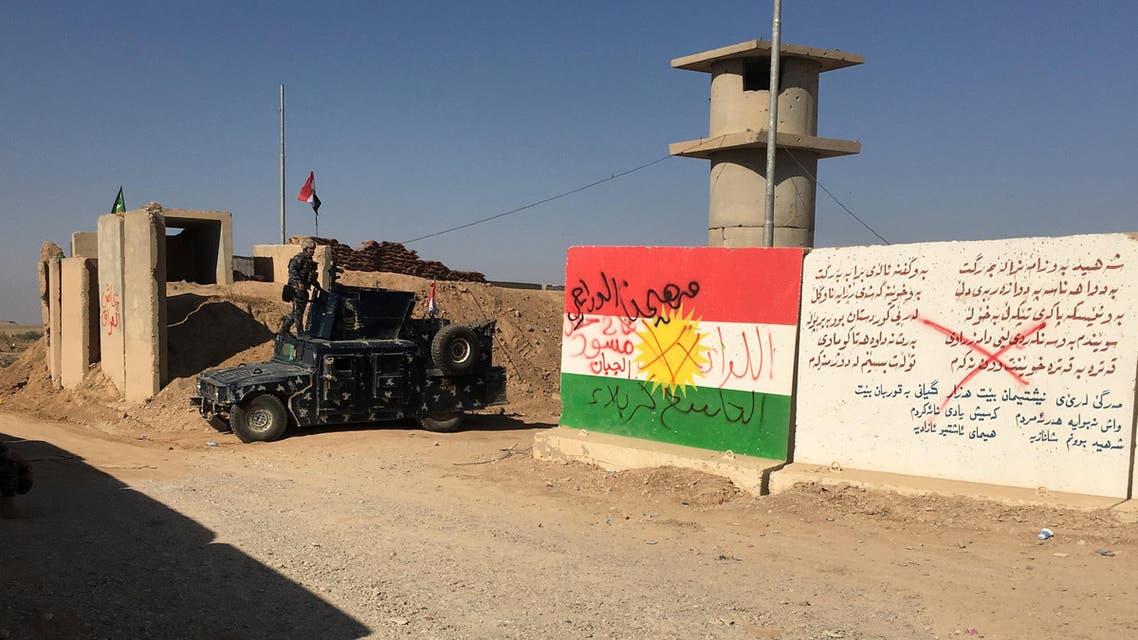آلية للقوات العراقية في أحد المواقع القريبة من حقول النفط في كركوك
