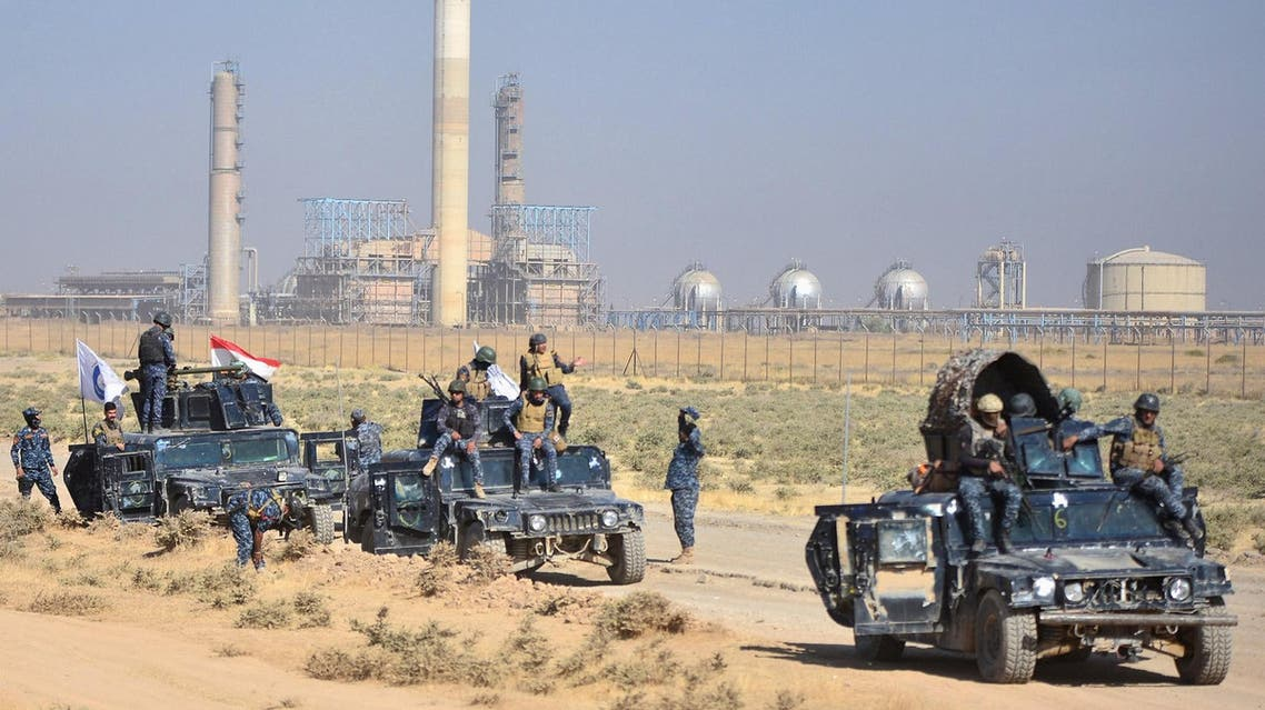 Members of Iraqi federal forces gather near oil fields in Kirkuk on October 16, 2017. (Reuters)