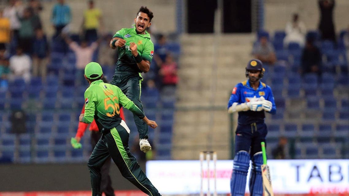 Pakistan's (C) Hassan Ali celebrates after dismissing Sri Lanka's Kusal Mendis during the second one day international (ODI) cricket match between Sri Lanka and Pakistan at Sheikh Zayed Stadium in Abu Dhabi on October 16, 2017.  NEZAR BALOUT / AFP
