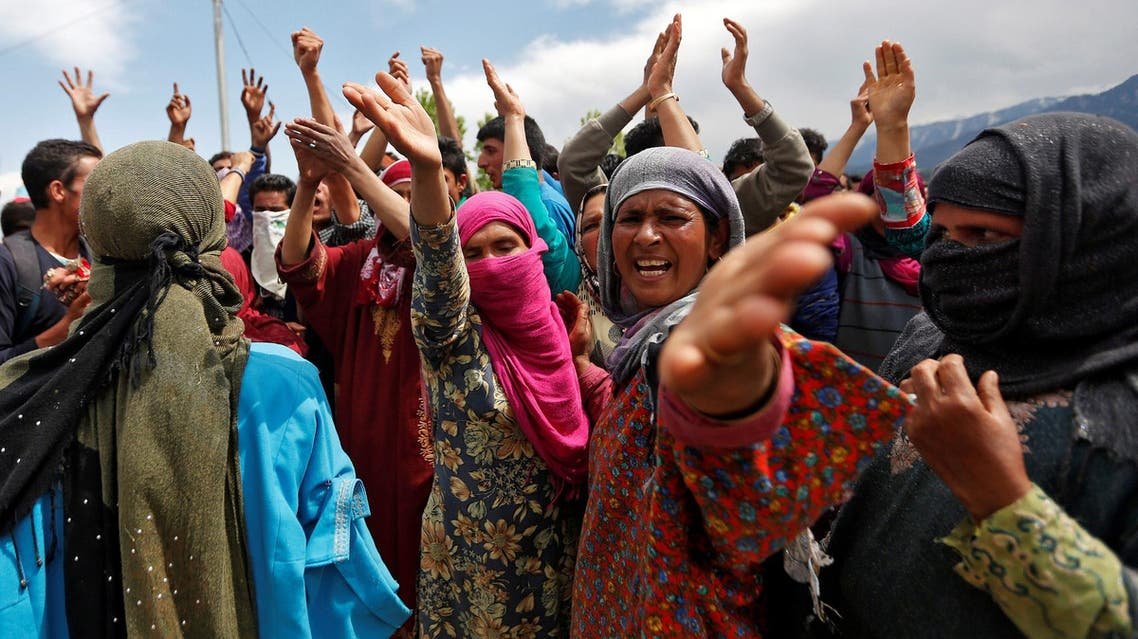 Women protest near the site of an attack on an Indian army base by suspected separatist militants in Kashmir's Kupwara district, April 27, 2017. (Reuters)