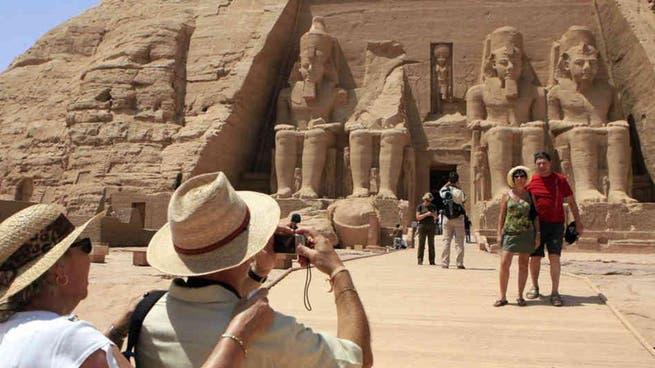 مصر تستقبل أولى رحلات الطيران العارض من فرنسا للأقصر