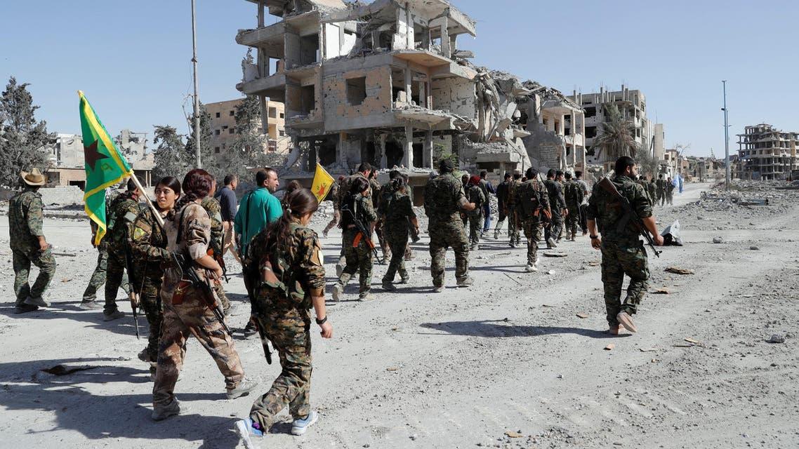 عناصر من قوات سوريا الديمقراطية يطوفون شوارع الرقة 3