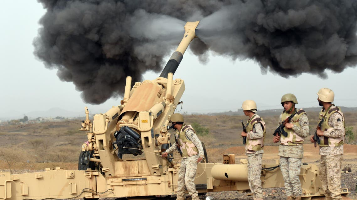 Saudi army artillery fire shells towards Yemen from a post close to the Saudi-Yemeni border, in southwestern Saudi Arabia, on April 13, 2015 . Saudi Arabia is leading a coalition of several Arab countries which since March 26 has carried out air strikes against the Shiite Huthis rebels, who overran the capital Sanaa in September and have expanded to other parts of Yemen. AFP PHOTO / FAYEZ NURELDINE  FAYEZ NURELDINE / AFP