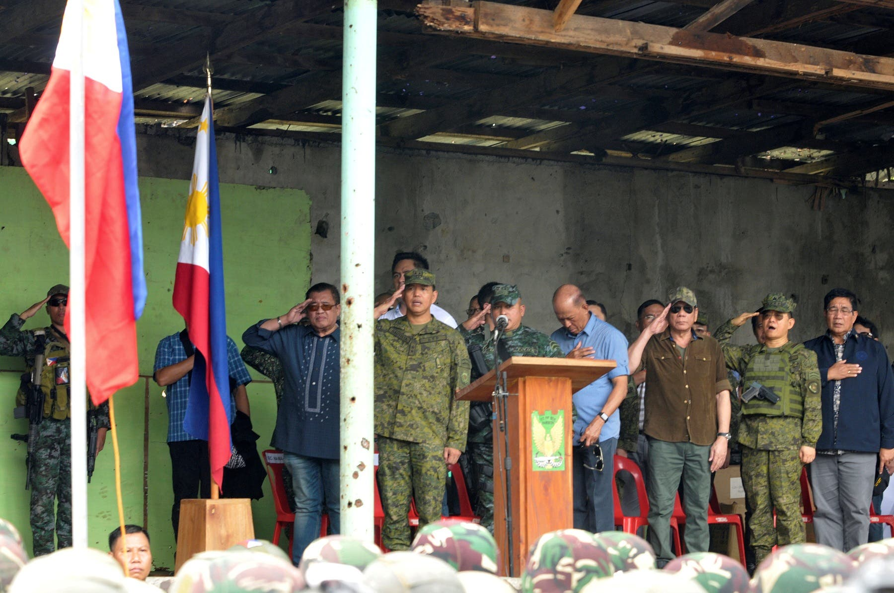 Philippine President Rodrigo Duterte with military officials during his visit at Bangolo town in Marawi. (Reuters)