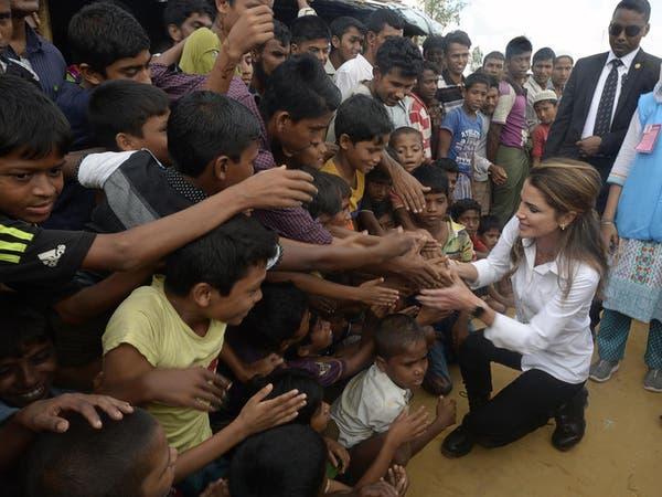 بالصور.. الملكة رانيا في مخيم للاجئي الروهينغا