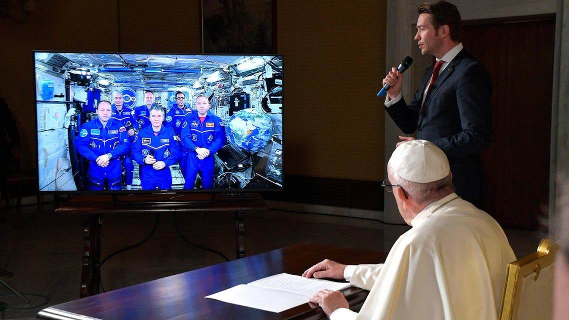 بابا الفاتيكان يتحدث إلى رواد روس في محطة الفضاء الدولية