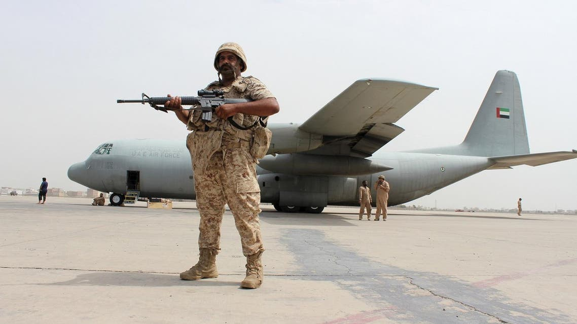 A soldier from the United Arab Emirates stands guard next to a UAE military plane at the airport of Yemen's southern port city of Aden August 8, 2015. Soldiers from the United Arab Emirates, at the head of a Gulf Arab coalition fighting Iran-allied Houthi forces in Yemen, are preparing for a long, tough ground war from their base in the southern port of Aden. Picture taken August 8, 2015. REUTERS/Nasser Awad TPX IMAGES OF THE DAY
