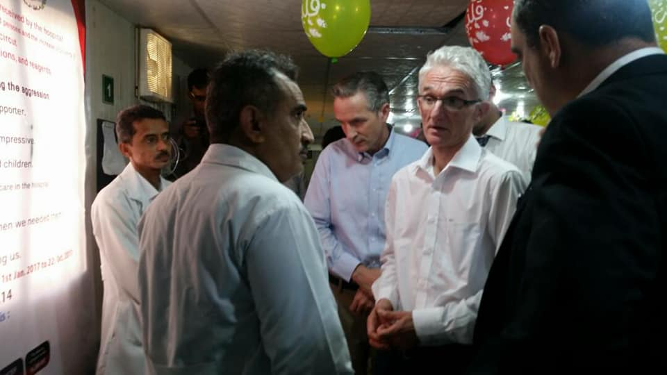 وكيل الشؤون الإنسانية خلال زيارته لأحد المستشفيات في الحديدة غرب اليمن