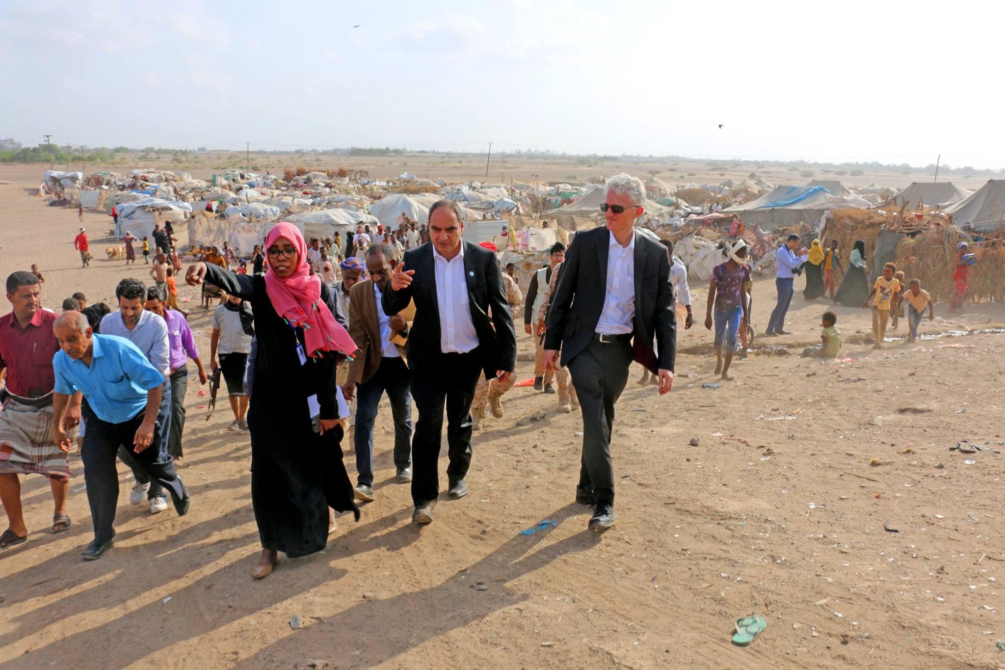 وكيل الشؤون الإنسانية أثناء زيارته لمخيم نازحين بلحج جنوب اليمن