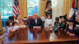 """ترمب يحتفل مع الأطفال بالـ""""هالوين"""" في البيت الأبيض"""