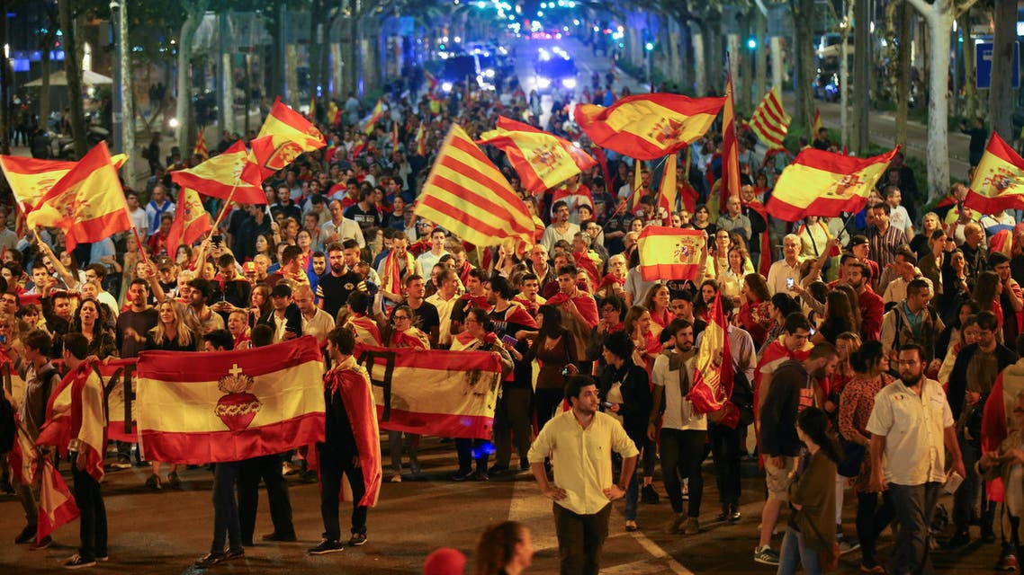 Pro unity demonstrators wave Spanish and Catalan flags during a protest after the Catalan regional parliament declared independence from Spain in Barcelona, Spain, October 27, 2017. REUTERS/Albert Gea