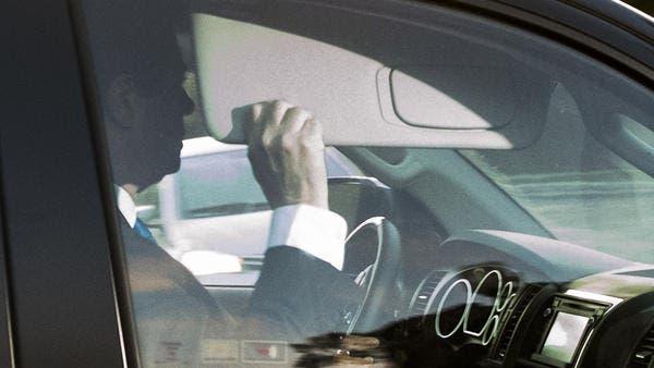 مانافورت في سيارته متوجها إلى مكتب التحقيقات صباح الاثنين