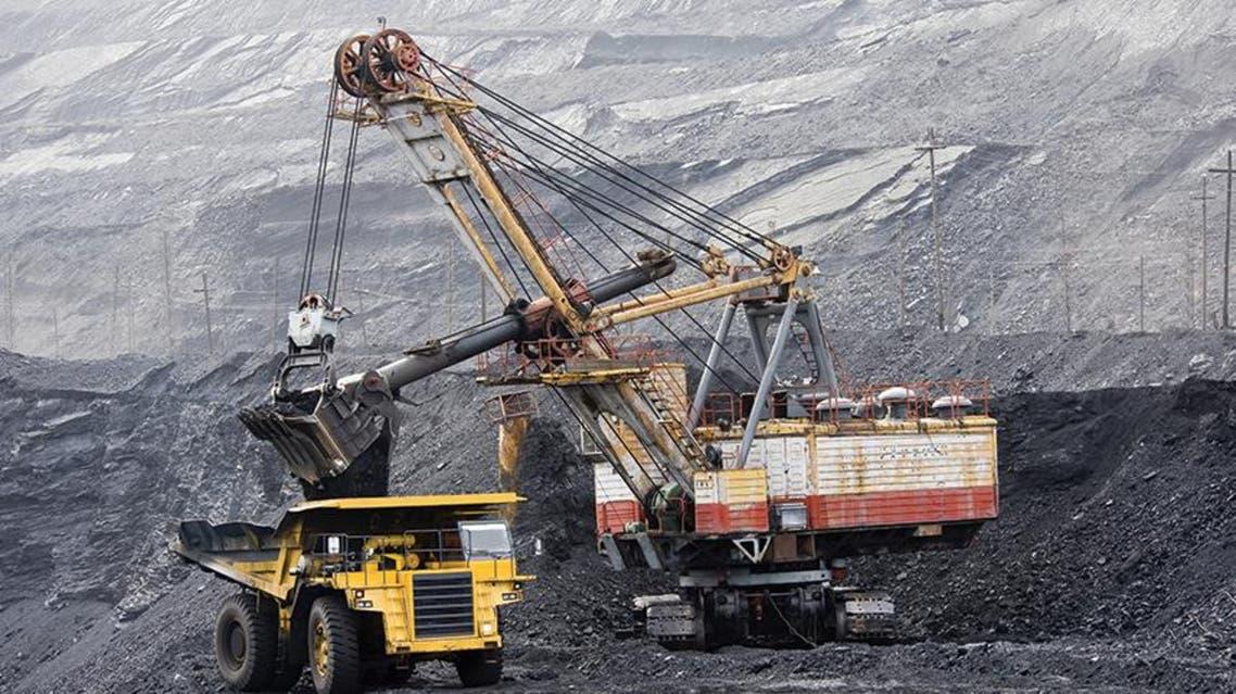 """يستحق الفحم لقب الوقود الأحفوري """"العنيد""""، أو """"عميد"""" أنواع الوقود الأحفوري. والسبب في هذا أنه من أقدم المصادر المستخدمة حالياً في الصناعة وتوليد الكهرباء"""