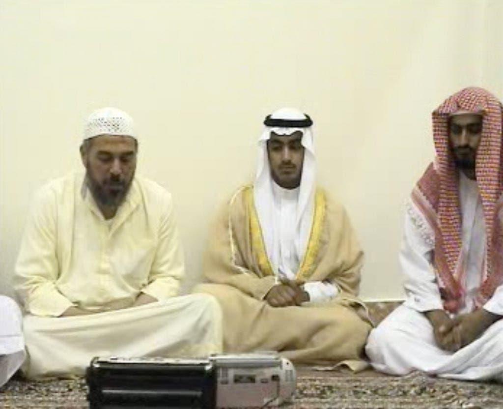 حمزه بن لادن در وسط