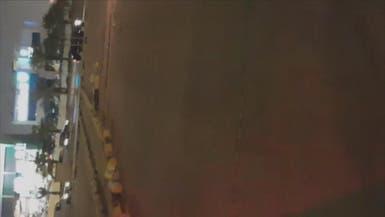 شاهد..شظايا الصاروخ الحوثي بعد اعتراضه شمال شرق الرياض