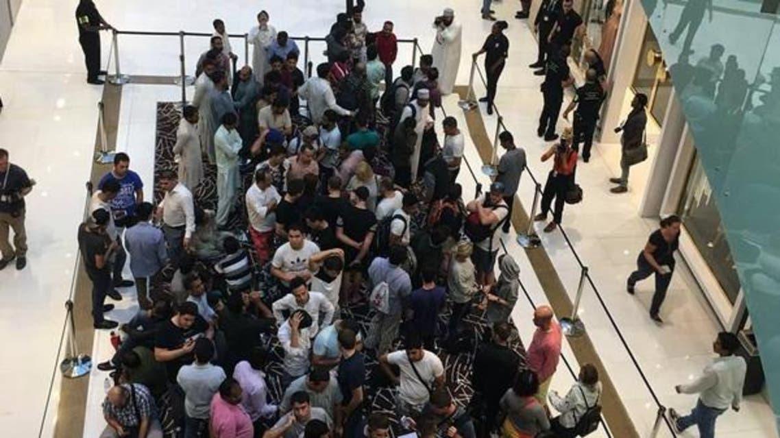ویدیو..صفهای طولانی در دبی برای خرید آیفون X