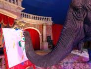 """لوحات """"تجريدية"""" بريشة أنثى فيل.. تباع في مزاد بالمجر"""