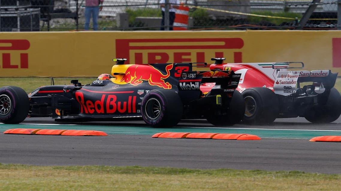 F1 - Formula 1 - Mexican Grand Prix 2017 - Mexico City, Mexico - October 29, 2017 Ferrari's Sebastian Vettel and Red Bull's Max Verstappen at the start of the race REUTERS/Henry Romero