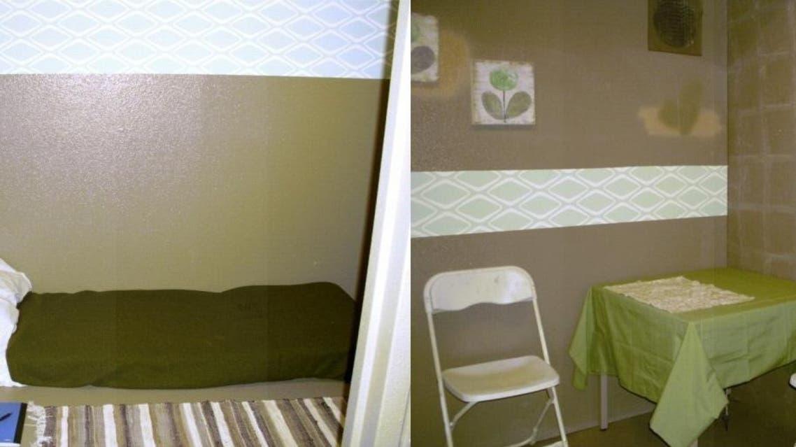 غرفة استجوب أبوختالة وإلى يسار الصورة مكان احتجازه