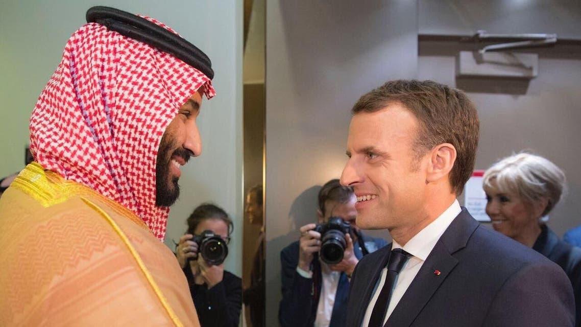 رئيس الجمهورية الفرنسية ايمانويل ماكرون يصل الرياض وسمو ولي العهد الأمير محمد بن سلمان يستقبله في المطار.