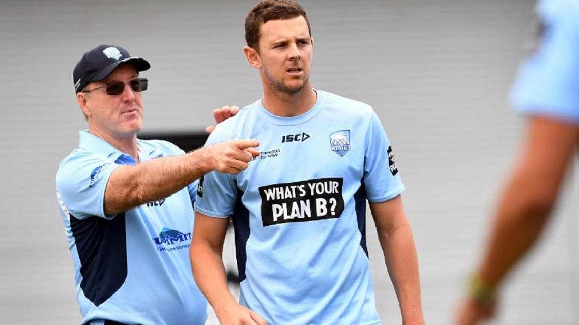 Australian paceman Josh Hazlewood (R)speaks with coach Geoff Lawson (L) during training with the New South Wales state cricket team in Sydney on November 10, 2017. (AFP)