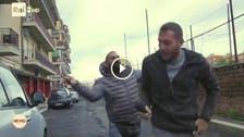 اطالوی مافیا کے اوباش کا صحافی پر بہیمانہ تشدد: ویڈیو سامنے آ گئی