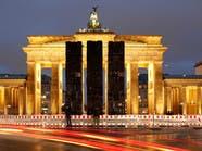 """فنان سوري """"ينصب"""" باصات وسط برلين.. للتذكير بحلب"""