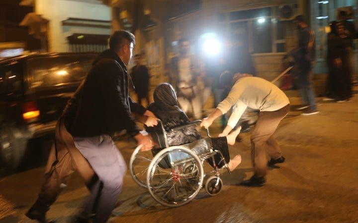 يسرعون بمصابة إلى مستشفى السليمانية في كردستان العراق