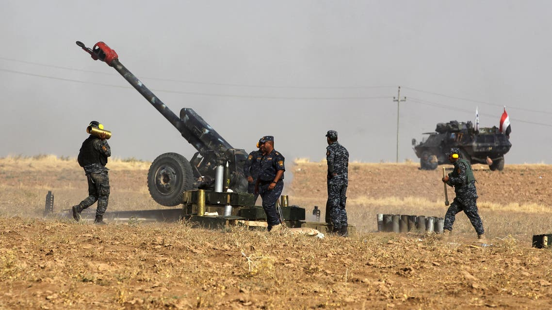 A picture taken on October 26, 2017 shows members of the Iraqi forces manning an artillery gun as they fire against Kurdish Peshmerga positions near the area of Faysh Khabur, located on the Turkish and Syrian borders in the Iraqi Kurdish autonomous region, on October 26, 2017. AHMAD AL-RUBAYE / AFP