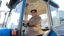 لماذا يقود ديكتاتور كوريا الشمالية جرارا؟